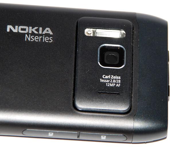 В комплект поставки Nokia N8