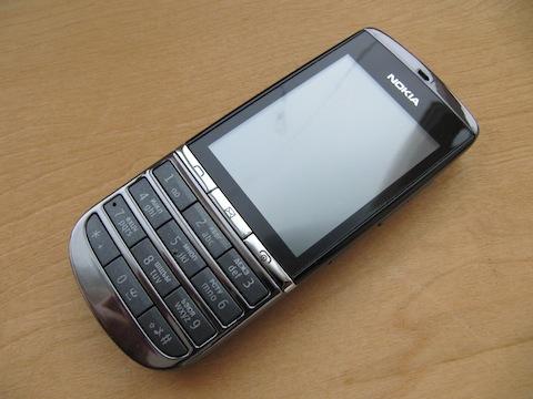 http://www.mobilmarket.ru/f/review/nokia/300/mbk19.03.12/nokia-asha-300_img-4880-19-120318204217.jpg