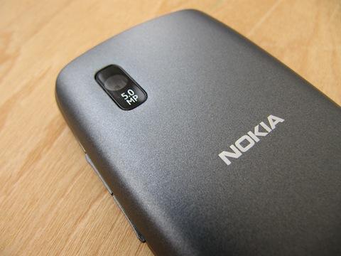 http://www.mobilmarket.ru/f/review/nokia/300/mbk19.03.12/nokia-asha-300_img-4900-19-120318203409.jpg